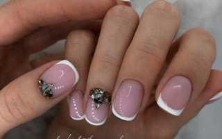 Маникюр — зимний дизайн на короткие ногти