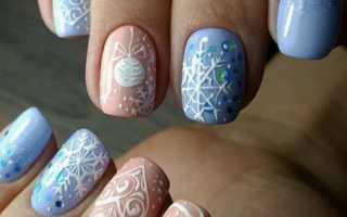 Стильный и актуальный маникюр на короткие ногти голубого цвета