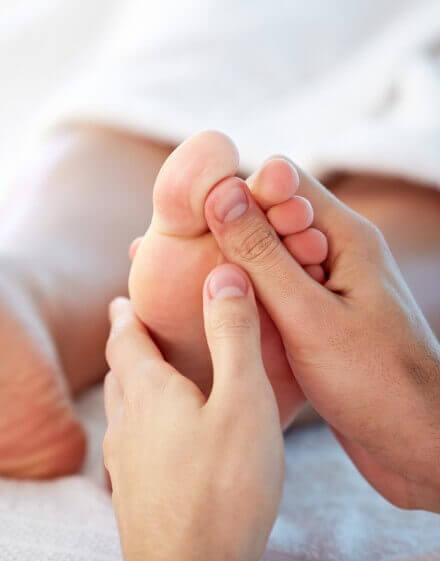 Польза массажа стоп при педикюре