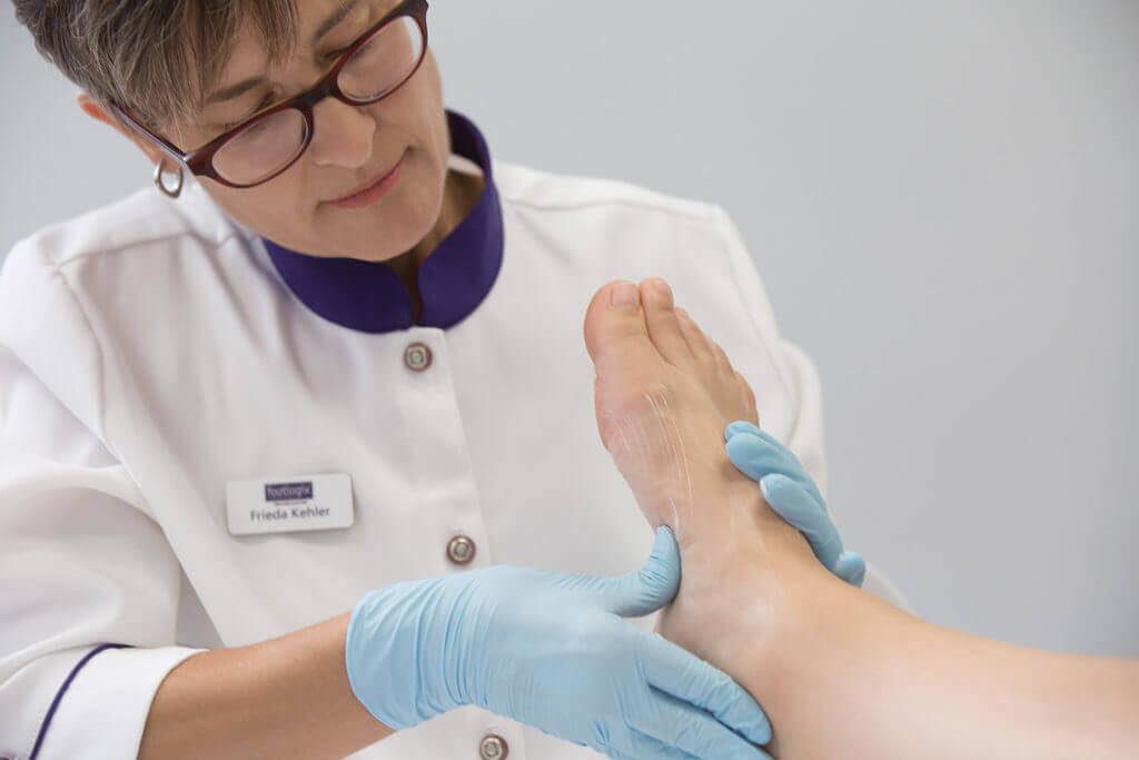 Когда выполнять массаж при педикюре
