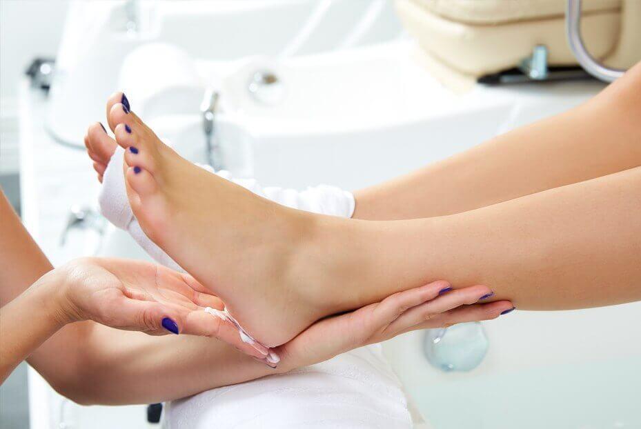 Нанесение крема при массаже