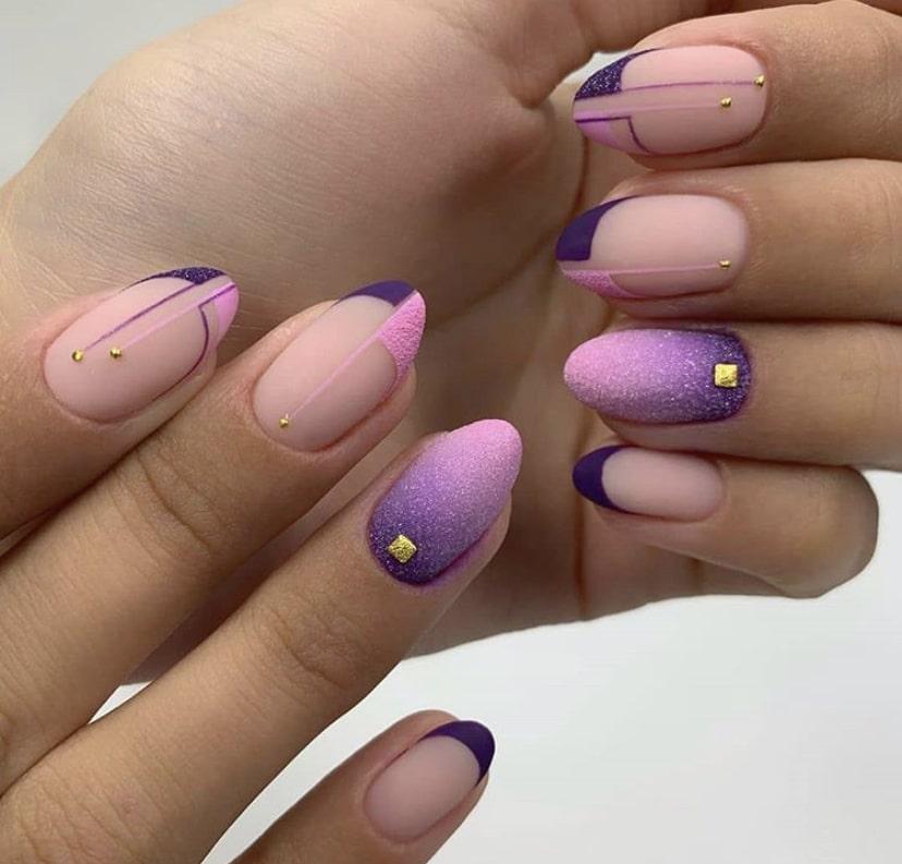 Бархатное покрытие на овальных ногтях
