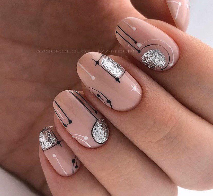 Бежевый маникюр с дизайном и серебром на овальной форме ногтей на новый год или на зиму