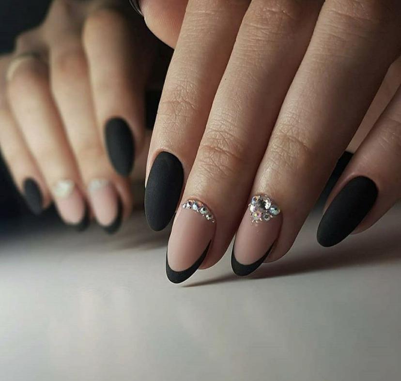 Богатый вечерний маникюр на короткие ногти