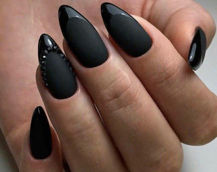Черный матовый маникюр с черным с глянцевым френчем
