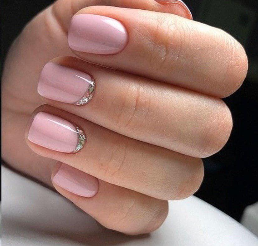 Нежно-розовый маникюр на коротких ногтях