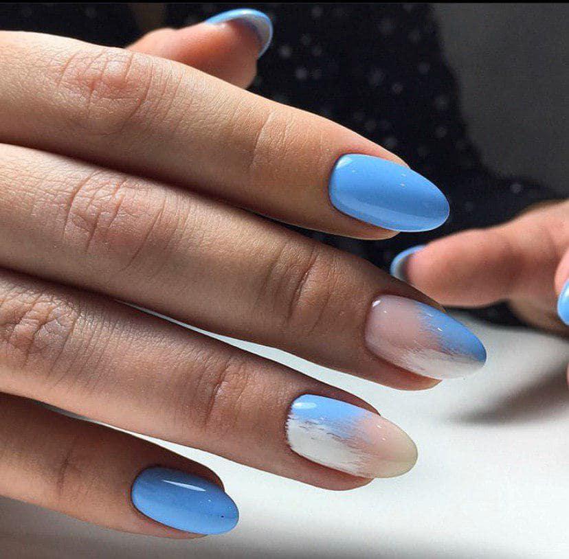 Голубой маникюр с дизайном