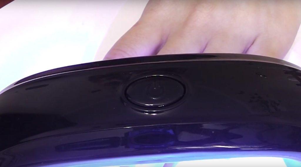 Сушим ногти в ультрафиолетовой лампе