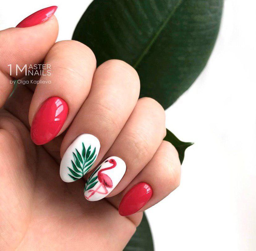 Малиновый с белым торопический маникюр с фламинго на овальной форме ногтей