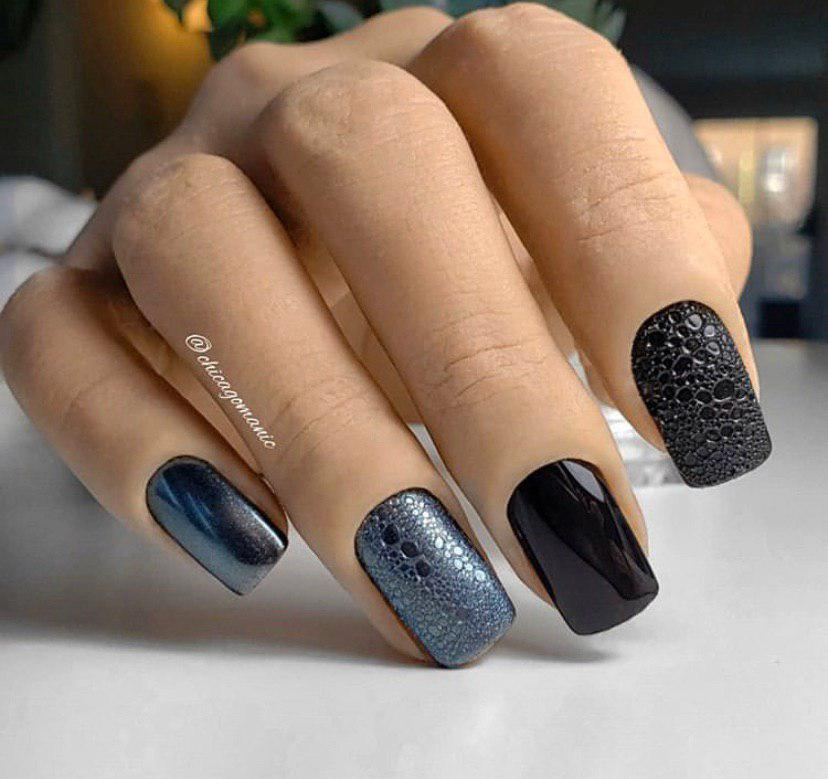 Маникюр черный с графитовым и дизайном пена на квадратных ногтях