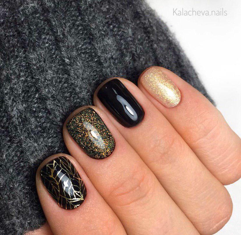 Маникюр черный с золотым на коротких ногтях -376