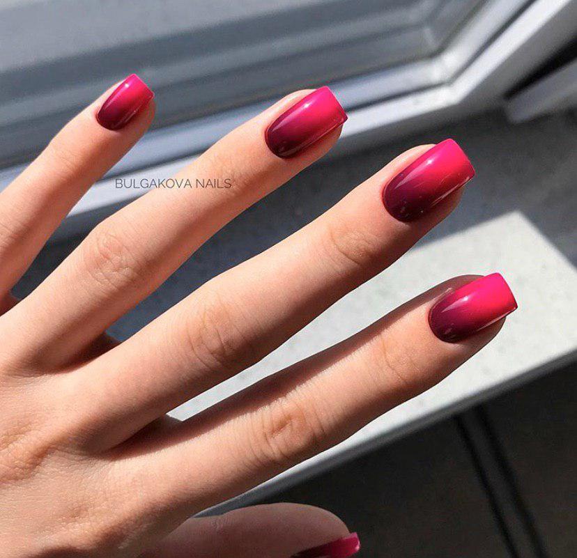 Маникюр омбре с черного в бордовый на квадратных ногтях