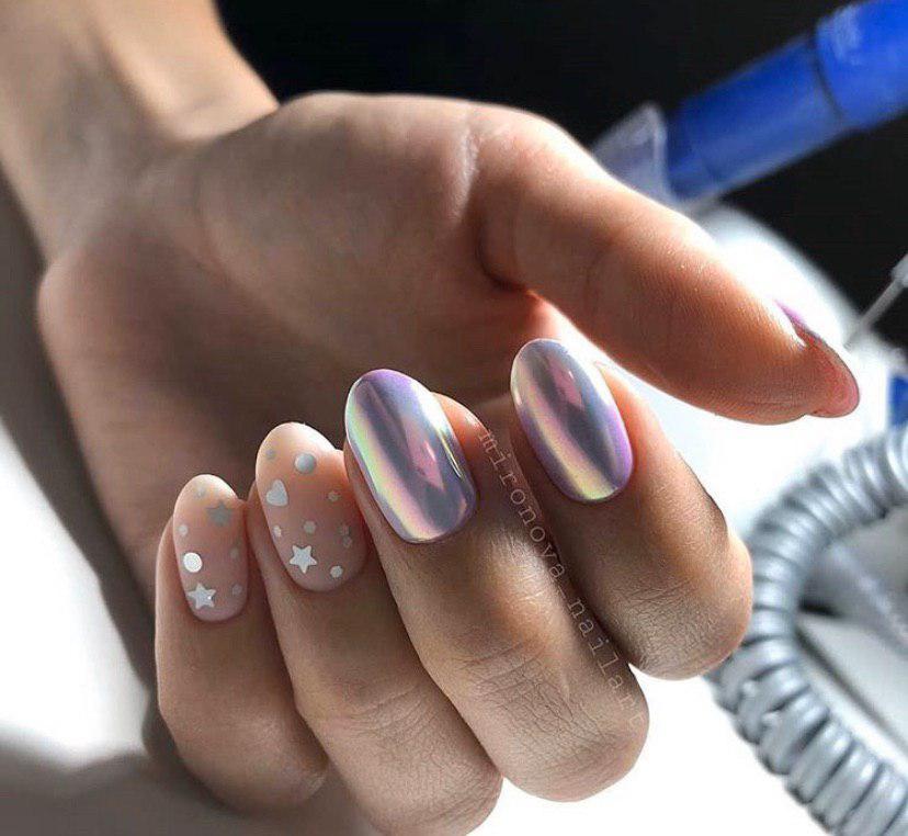 Маникюр с дизайном и втиркой на ногтях овальной формы
