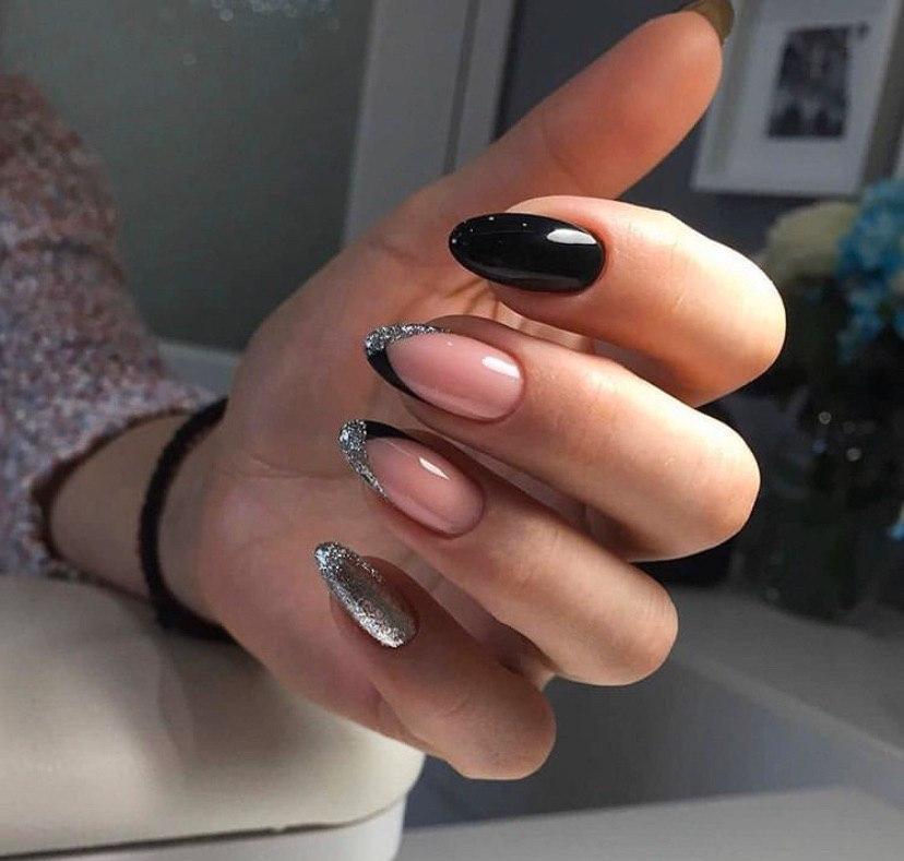 Маникюр серебричтый с черным и френчем на овальной форме ногтей