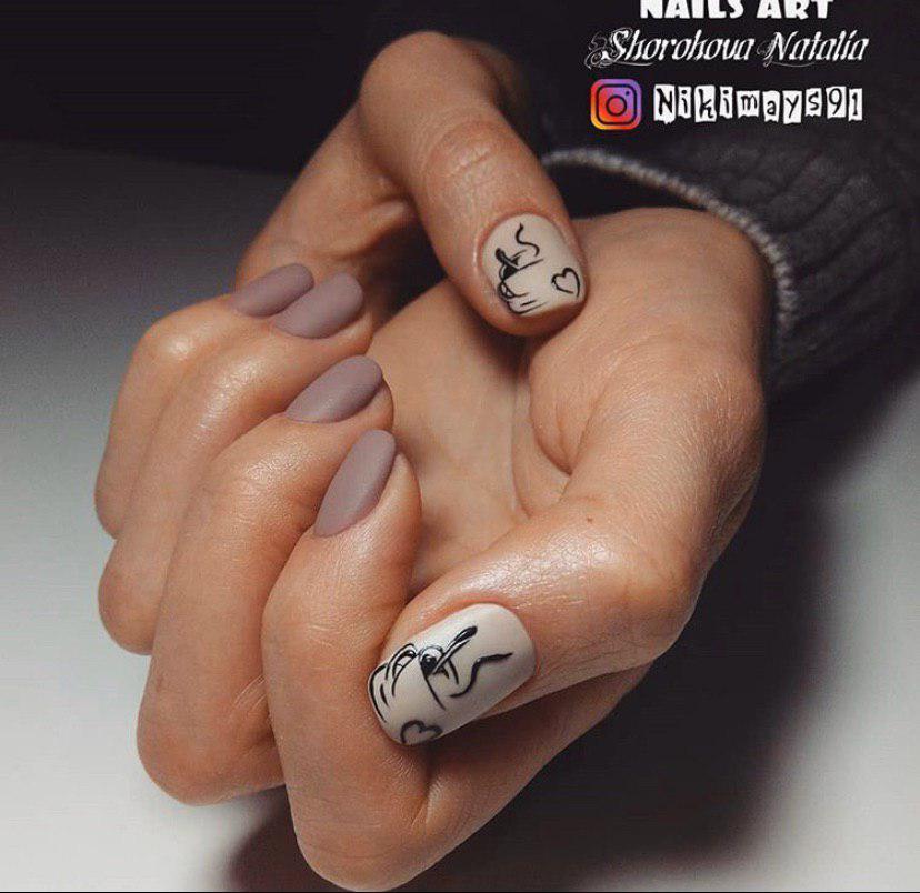 Матовый маникюр на зиму с кофе на коротких ногтях