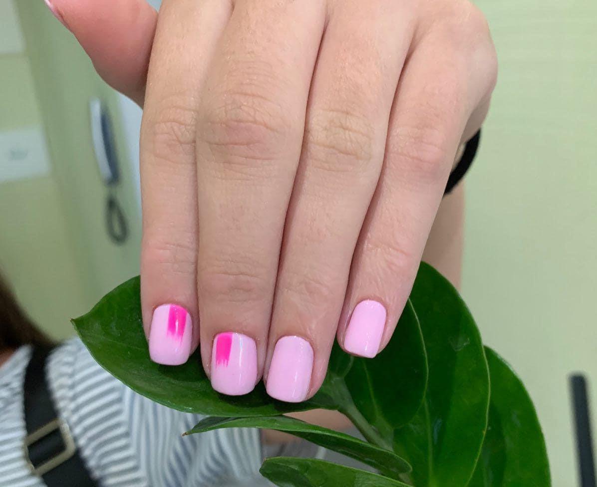 Модный розовый маникюр на короткие ногти