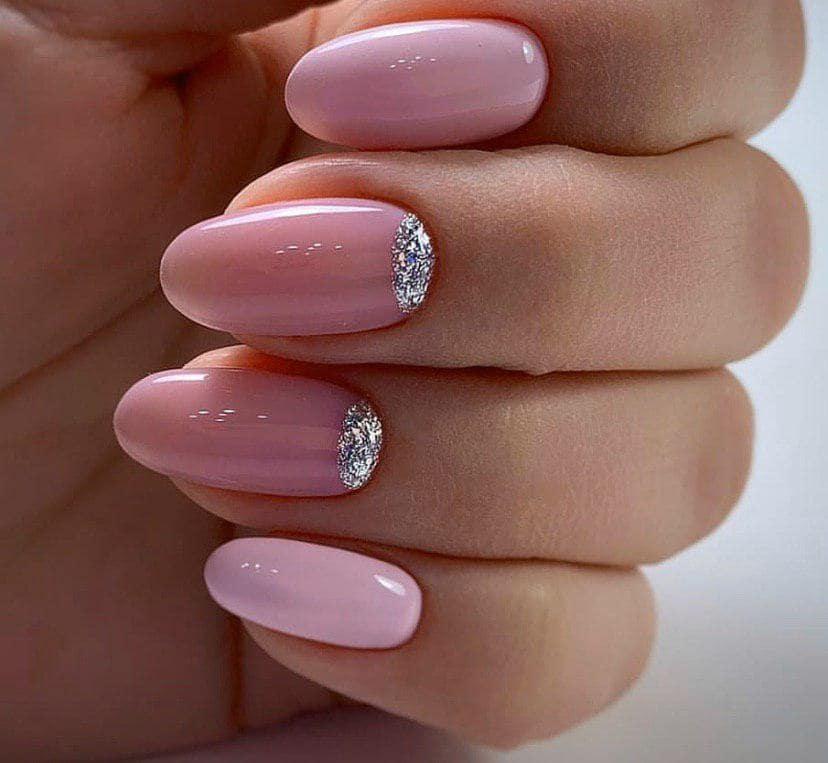 Нежно-розовый1 маникюр с нюдовым и лунками