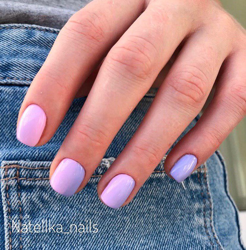 Нежное омбре розовый переходящий в сиреневый на коротких ногтях