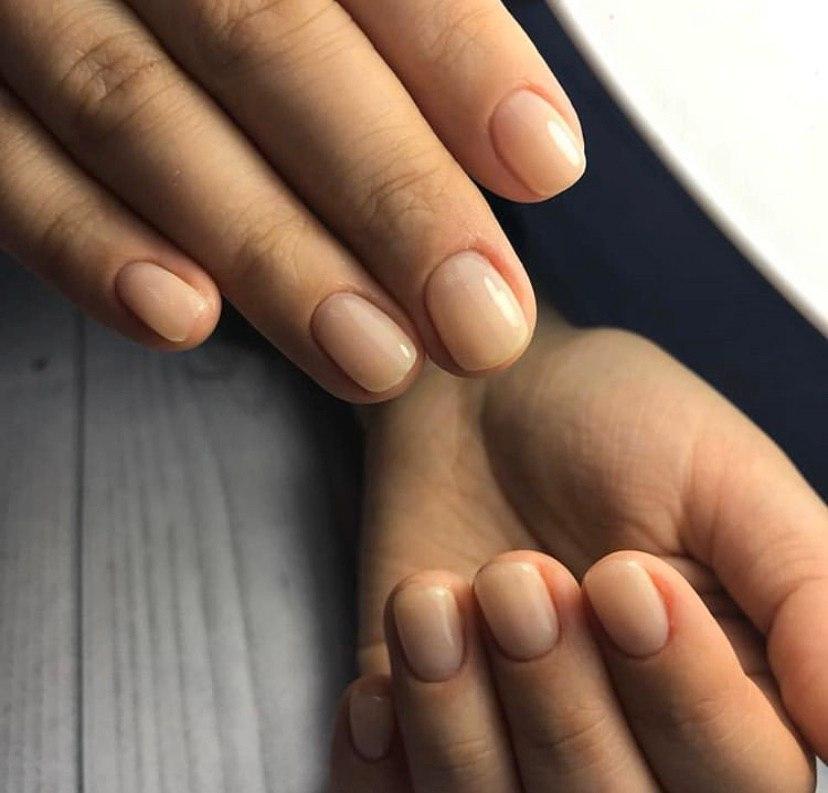 Ногти покрытые базаой