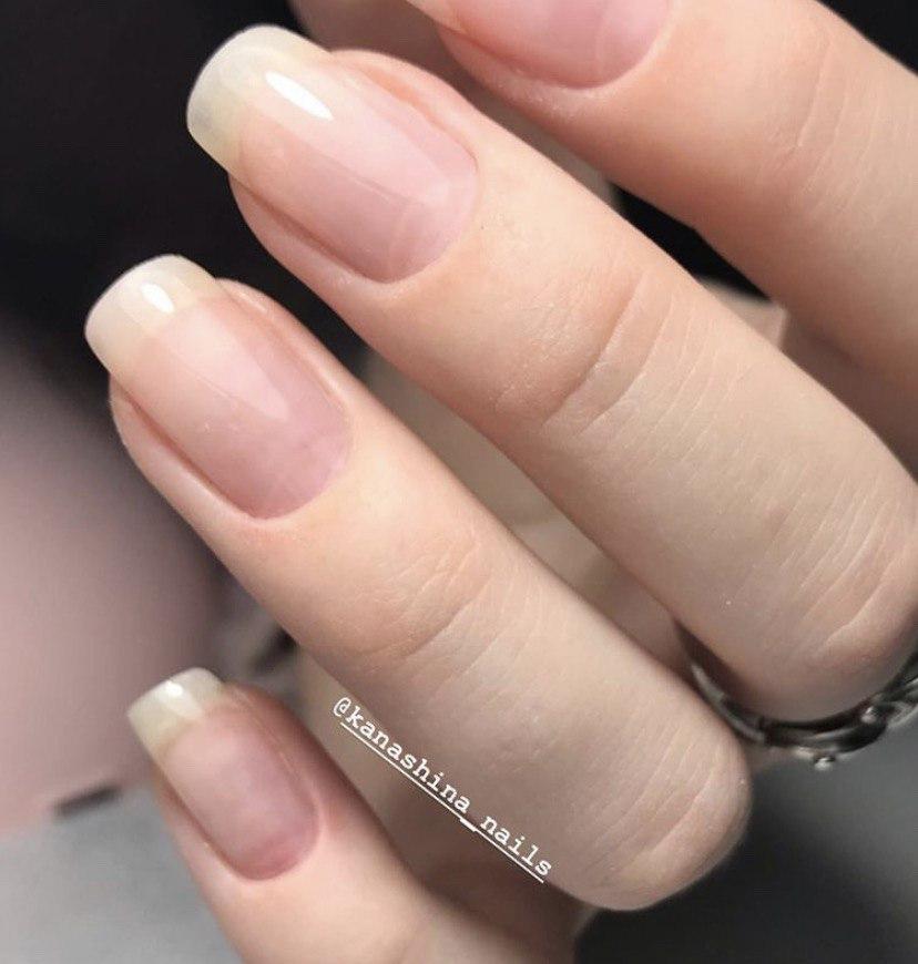 Ногти укрепленные каучуковой базой