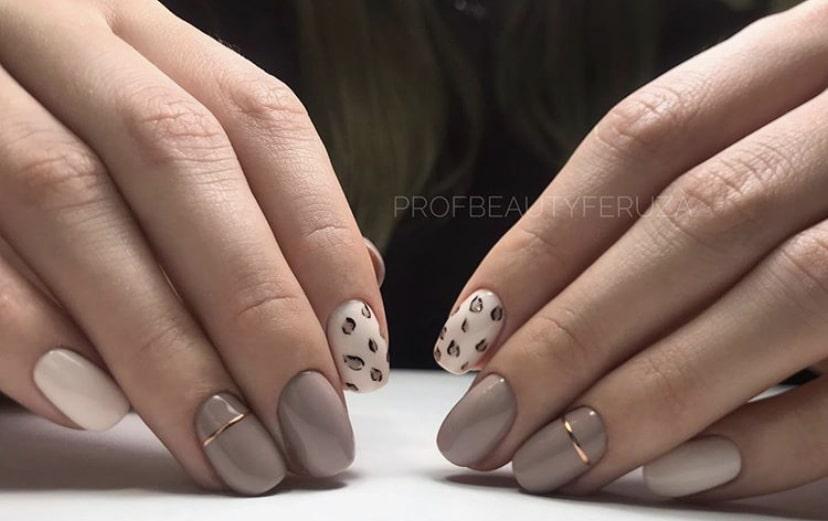 Нюдовый маникюр на коротких ногтях  с животным принтом