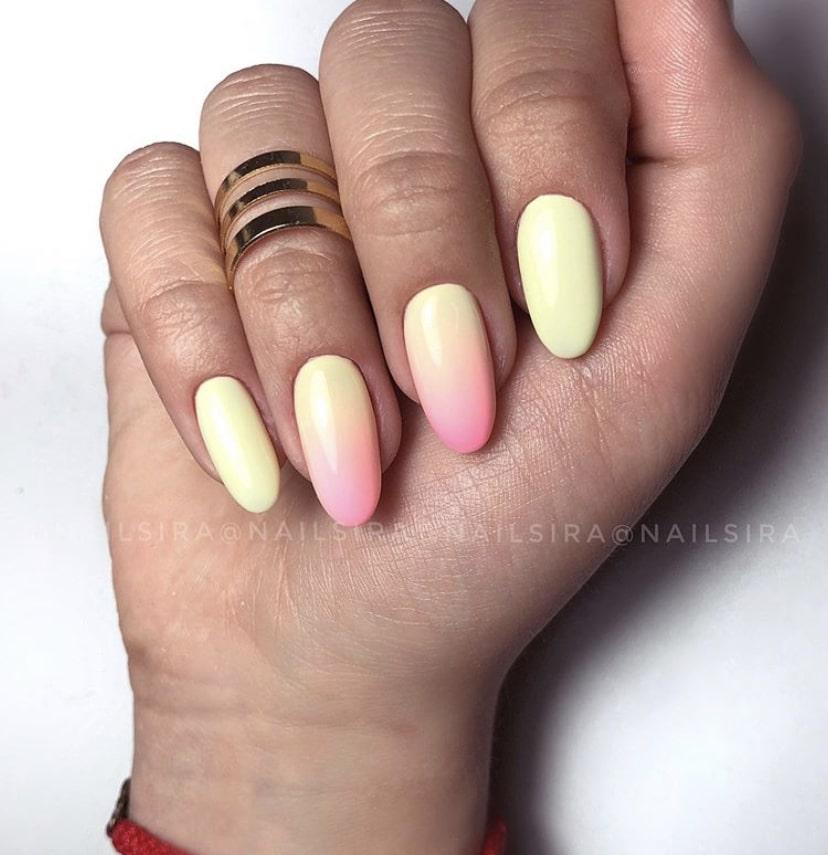 Омбре на коротких ногтях овальной формы