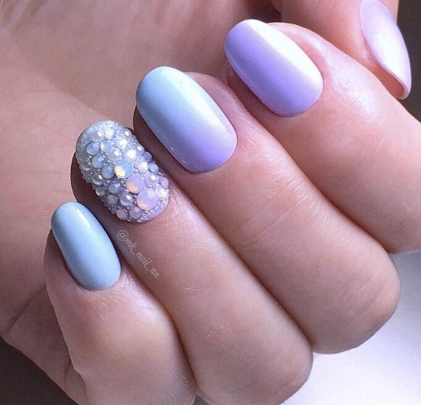Омбре пастельными оттенками на коротких ногтях