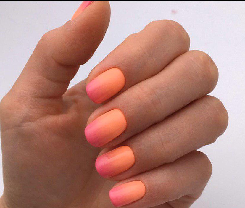 Оранжево-малиновое омбре маникюр