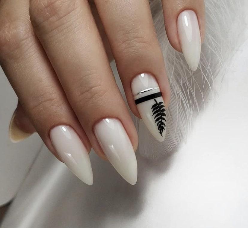 Оригинальное решение для длинных миндалевидных ногтей