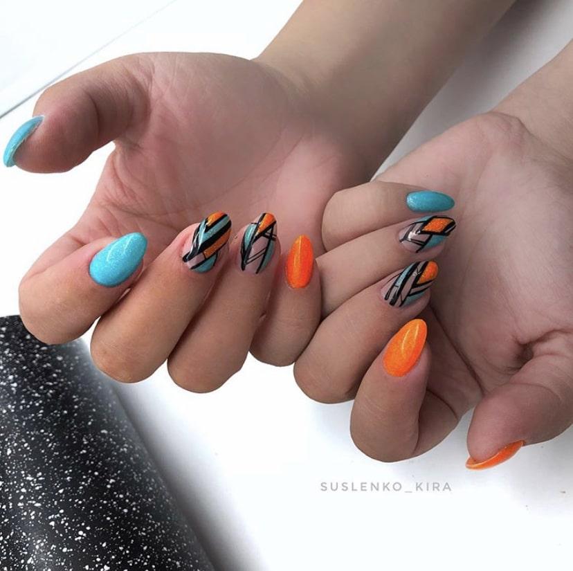 Пример геометрии на всех ногтях