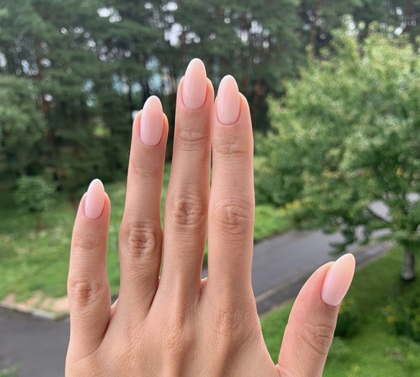 Пример оптимальной длины миндалевидного ногтя