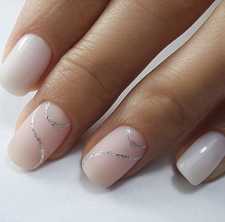 Простой рисунок на коротких ногтях – стильно и современно