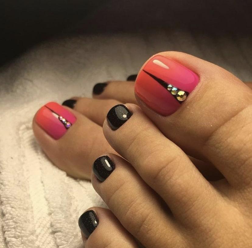 омбре розовый с черным на ногах