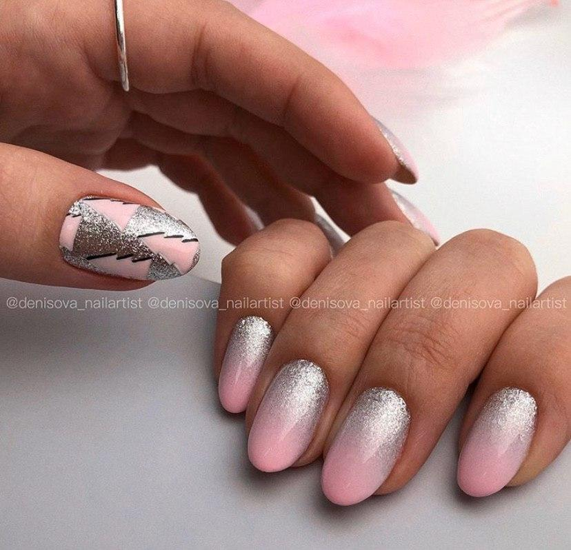 Розово-серебряное омбре на ногтях овальной формы маникюр 2020