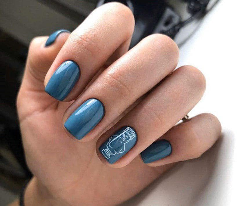 Холодный синий маникюр