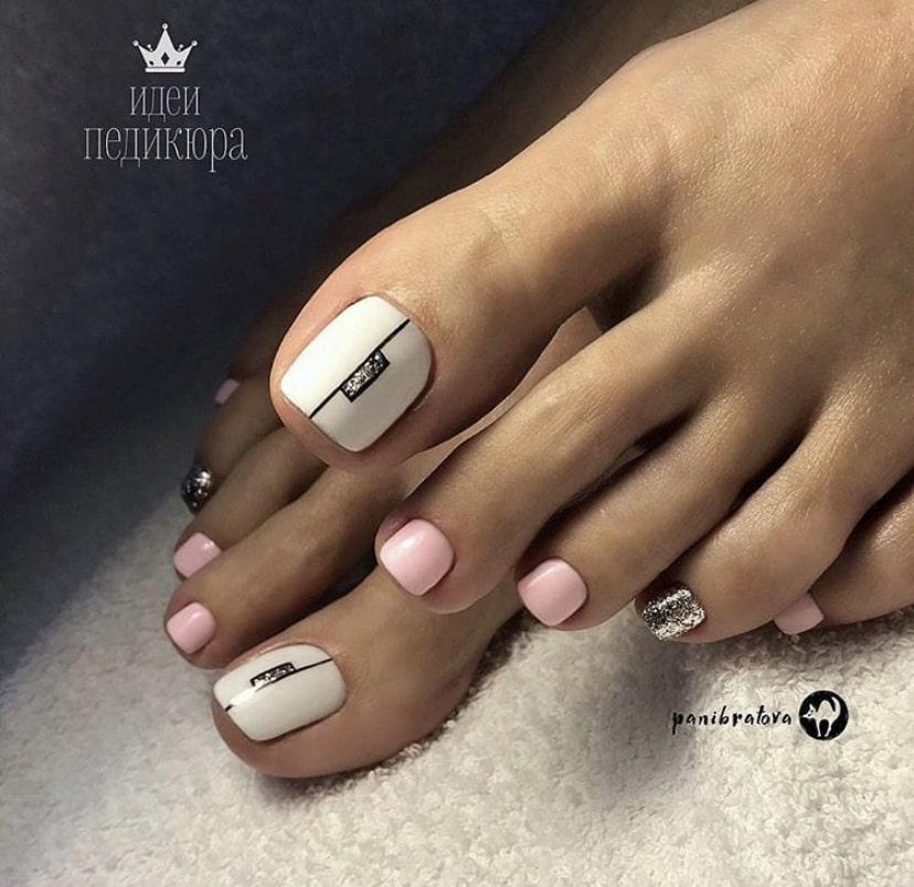 педикюр розовый с белым дизайн