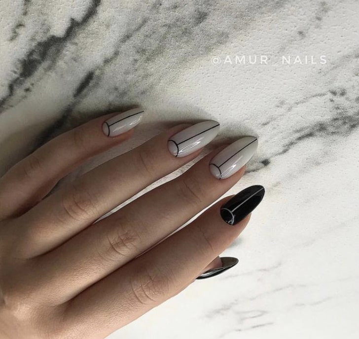 Телесные ногти с черной рамкой