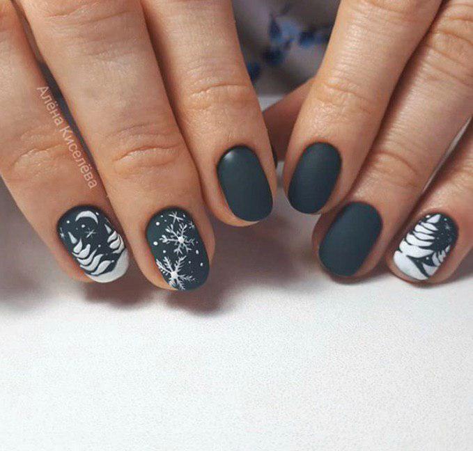 Темный матовый маникюр со снежинками на коротких ногтях на зиму