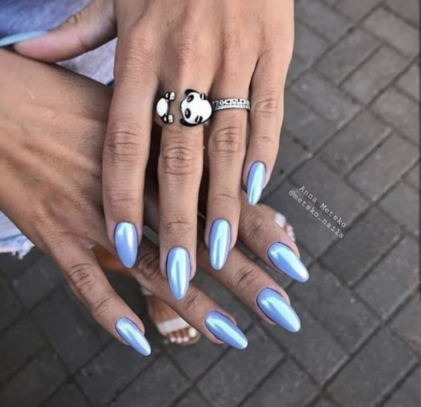 Яркий летний маникюр на миндалевидных ногтях