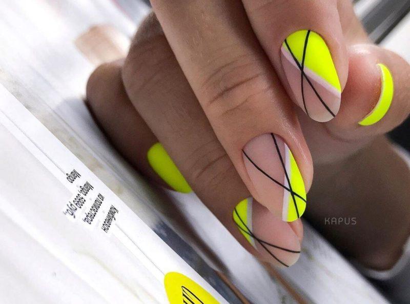 Желтый с абстрактными линиями