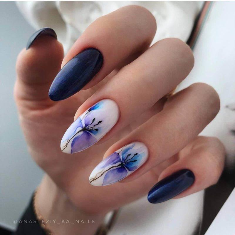 Акварельная роспись фиолетовым и синим на длинные ногти