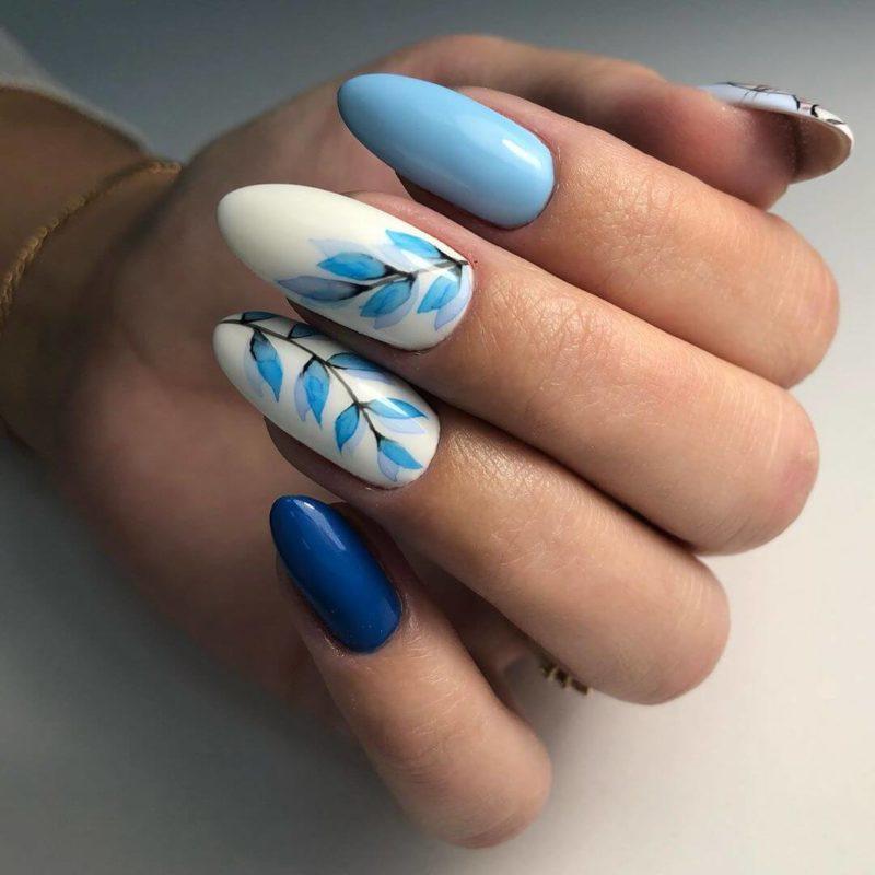 Акварельная роспись голубым на длинные ногти