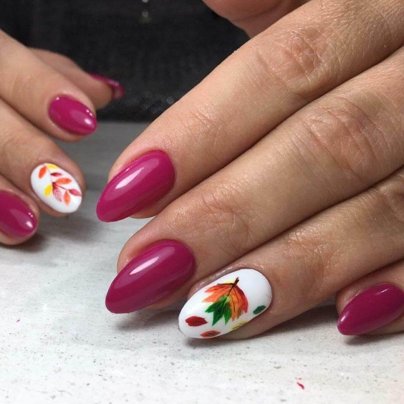 Акварельная роспись с листьями на длинные ногти
