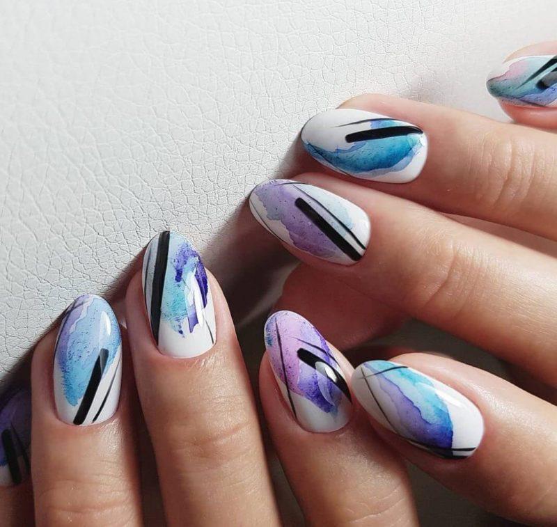 Абстрактная акварельная роспись на короткие ногти