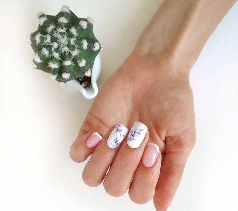 Женственная акварельная роспись на короткие ногта