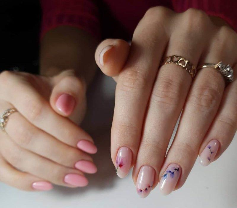 Акварельная роспись на одной руке на короткие ногти