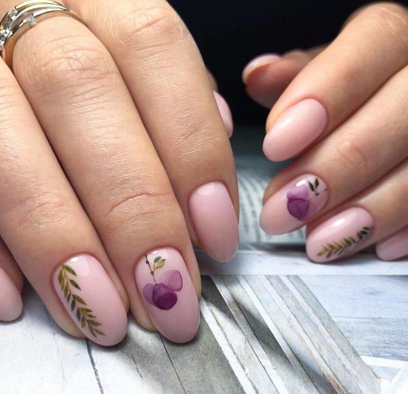 Акварельная роспись с растениями на короткие ногти