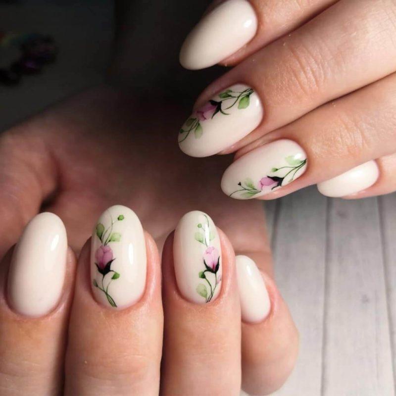 Акварельная роспись с рисунками на короткие ногти