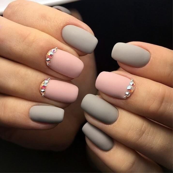 Бархатный лак для ногтей