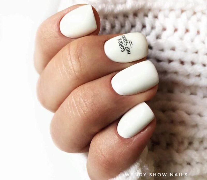 Белые короткие ногти